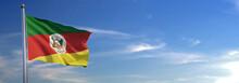 Bandeira Do Rio Grande Subir Acenando Para O Vento Com O Céu Ao Fundo