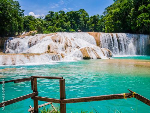 Foto auf Leinwand Bekannte Orte in Amerika Amazing view of Agua Azul waterfalls in the lush rainforest of Chiapas, Mexico