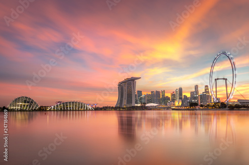 Foto op Canvas Aziatische Plekken Gorgeous Singapore Skyline buildings with illuminations on sunset