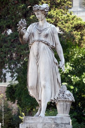 Allegorical statue of Summer, Piazza del Popolo in Rome, Italy Slika na platnu