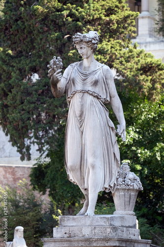 Allegorical statue of Summer, Piazza del Popolo in Rome, Italy Canvas-taulu