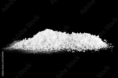 Fotomural  Heap of white snow on black background