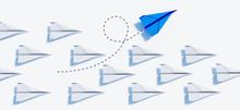 Blauer Papierflieger Beim Kurswechsel