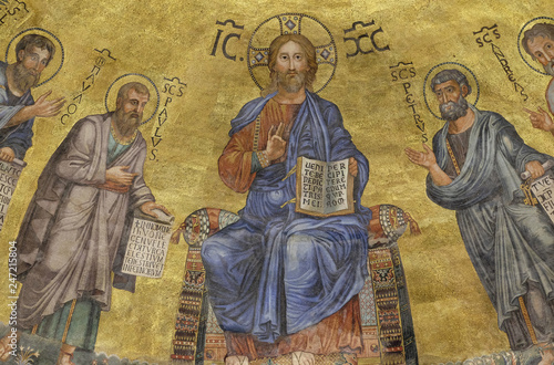 Fotografija The icon on the dome with the image of Jesus Christ and the Apostles on a gold b