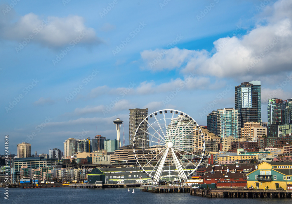 Fototapeta Seattle waterfront and skyline, with the Space Needle showing