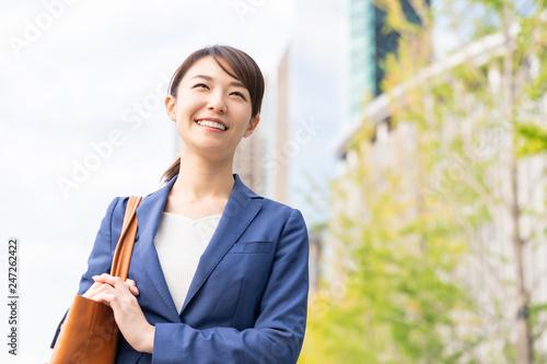 Obraz 笑顔の女性 ビジネス - fototapety do salonu
