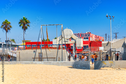 Foto op Plexiglas Centraal-Amerika Landen Famous Los Angeles Beach - Venice Beach with people.