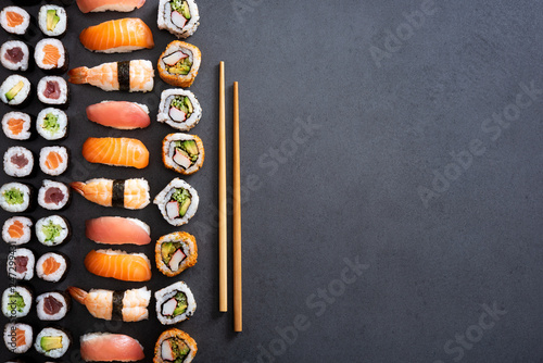 Poster de jardin Sushi bar Sushi rolls and nigiri background