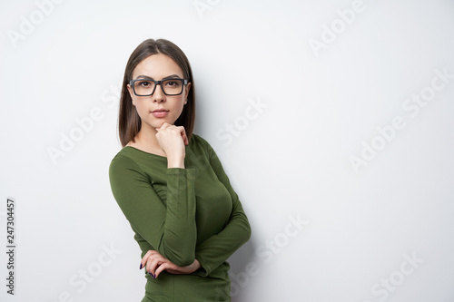 Valokuvatapetti Confident woman in glasses looking at camera