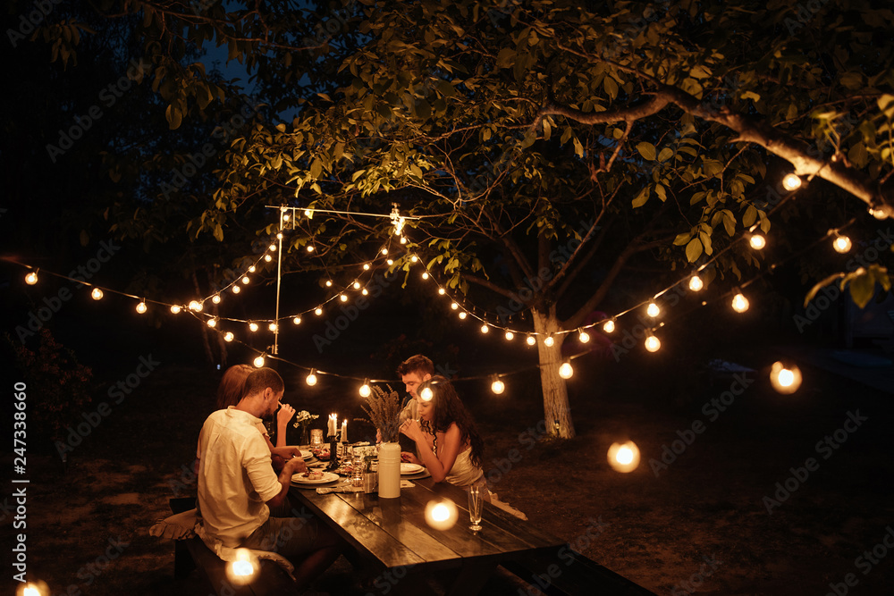 Fototapety, obrazy: Romantic dinner with friends
