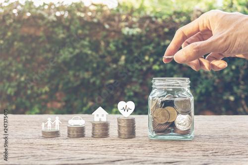 Fotografía  Savings money for family life concepts.