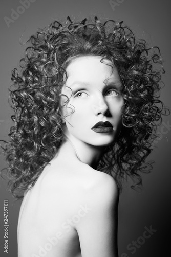 Poster womenART Beautiful nude woman with curly-hair and black lips.