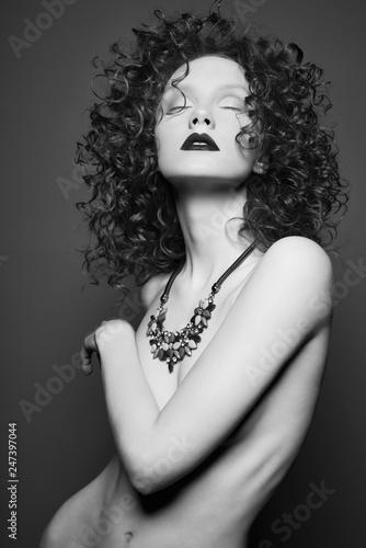 Küchenrückwand aus Glas mit Foto womenART Beautiful nude woman with black jewelry. Fashion portrait