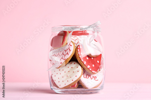 Canvas Print Valentine day cookies in glass jar on pink background