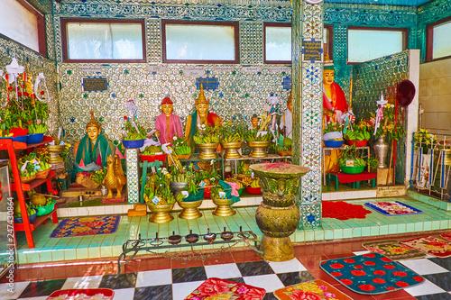 Deurstickers Asia land The Nat shrine in Shwemawdaw Paya, Bago, Myanmar