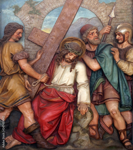Fotografie, Obraz Simon of Cyrene carries the cross, 5th Stations of the Cross, the parish church of St