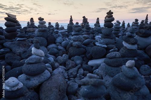 many round stones stacked on top of each other Tapéta, Fotótapéta