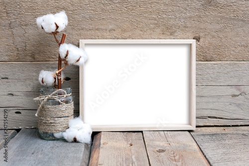 Fotografiet  8x10 horizontal thin box frame mockup on a wooden background