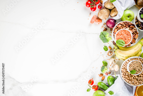 Poster Cuisine Healthy food. Selection of good carbohydrate sources, high fiber rich food. Low glycemic index diet. Fresh vegetables, fruits, cereals, legumes, nuts, greens. copy space