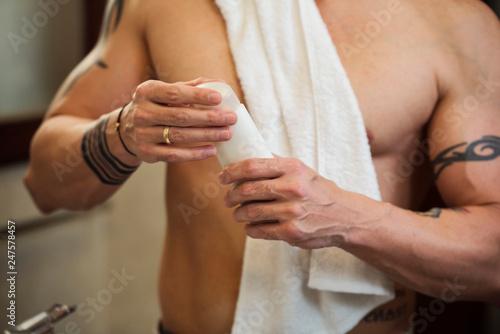 Staande foto Hoogte schaal Man wants to take a shower