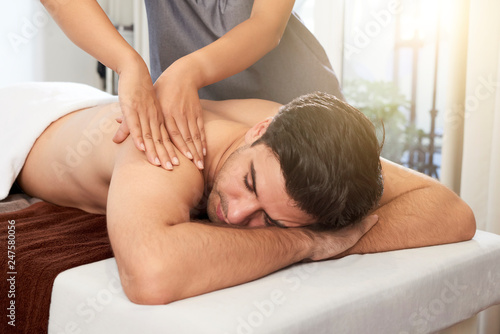 Obraz Man getting a massage - fototapety do salonu