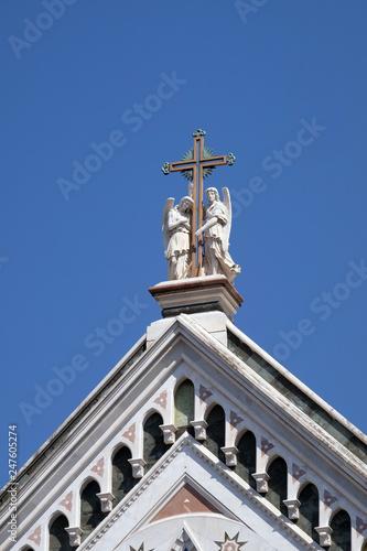 Valokuva  Two angels holding a cross, Basilica di Santa Croce (Basilica of the Holy Cross)