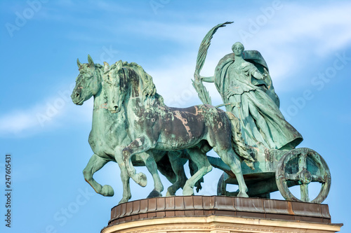 Fotografia  Female statue of peace riding a chariot at Heroes Square (Hosok Tere),one of the major squares in Budapest