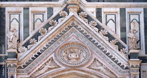 Valokuva Wrapping Christ in his shroud, Portal of Cattedrale di Santa Maria del Fiore (Ca