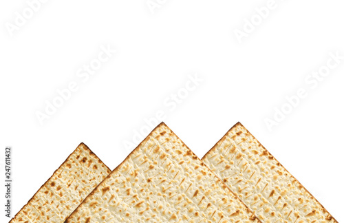 Foto  passover background with matzoh isolated on white as piramids.
