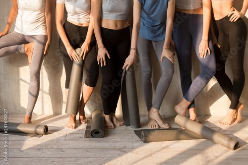 Photographie  Toned female yogi in leggings waiting for yoga class