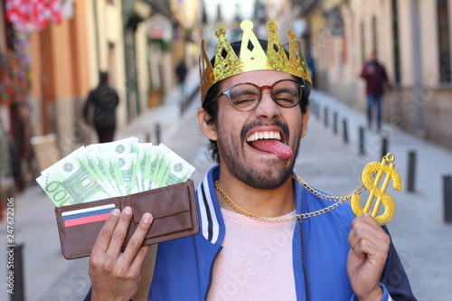 Valokuva  Crowned young guy with full wallet
