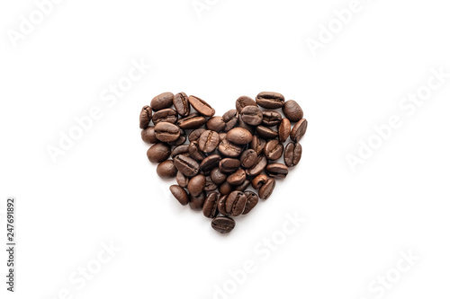 Fotobehang koffiebar Heart shape of roasted coffee beans isolated on a white background.