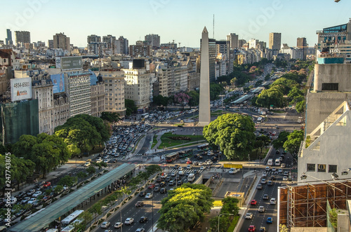 La pose en embrasure Buenos Aires Obelisco de Buenos Aires (Obelisk), historic monument and icon of city