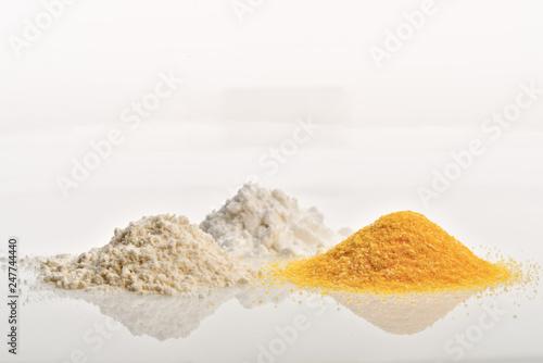 Valokuva  farina di grano fecola di patate farina di mais fronte