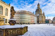 Dresden Im Winter Sachsen Frauenkirche Neumarkt Jüdenhof Friedensbrunnen Verkehrsmuseum Augustusstraße Schnee Blauer Himmel Deutschland