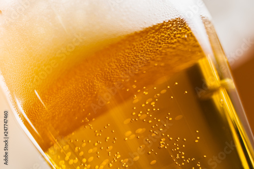 Foto op Plexiglas Alcohol beer glass close up. froth .