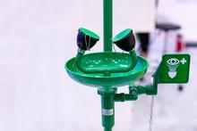 Green Emergency Eye Washing St...