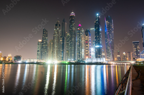 Poster Violet Dubai, United Arab Emirates - October, 2018: Dubai at night, dubai marina, skylines Dubai Marina