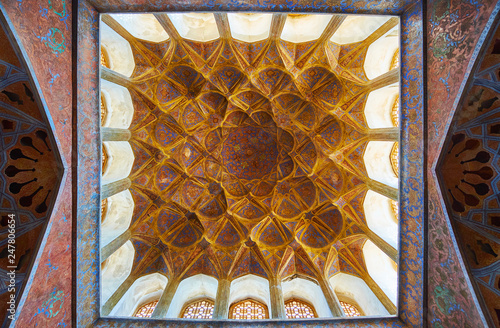 Canvas Print Ornate dome and walls in Music Hall, Ali Qapu palace, Isfahan, Iran