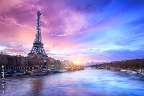 Spoed Foto op Canvas Parijs Sunset over the Seine river near Eiffel tower in Paris, France