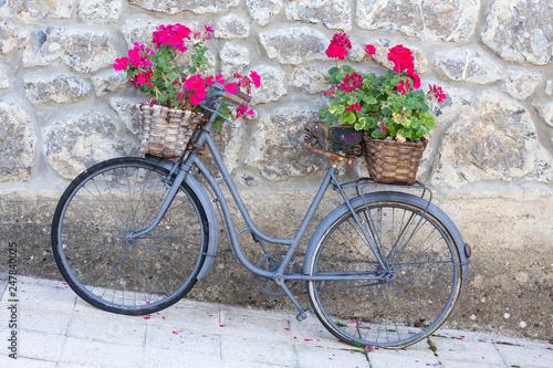 Foto op Plexiglas Pot on Wheels