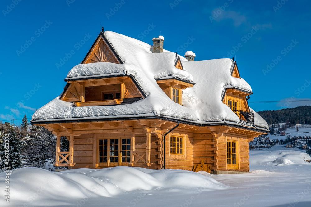 Fototapeta Tradycyjny góralski dom z drewna