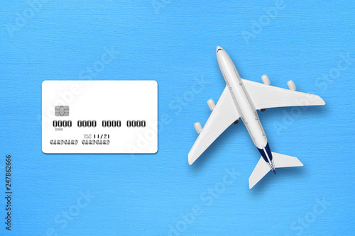 Türaufkleber Flugzeug Credit card mock-up and toy airplane on blue table top view