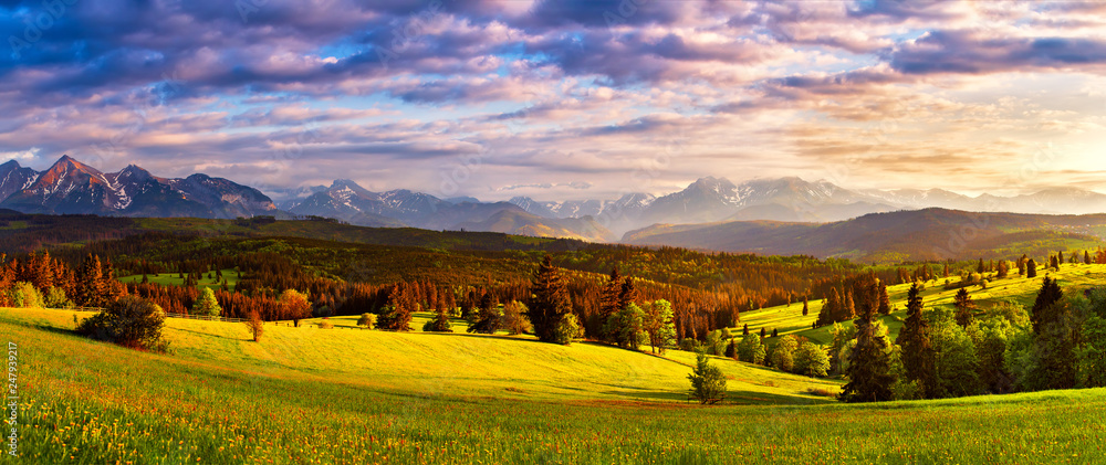 Fototapety, obrazy: Tatra mountains panorama. Beautiful valley and cloudy sky