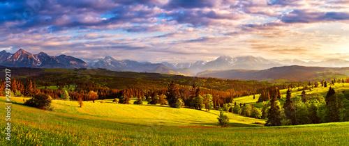 Spoed Fotobehang Meloen Tatra mountains panorama. Beautiful valley and cloudy sky