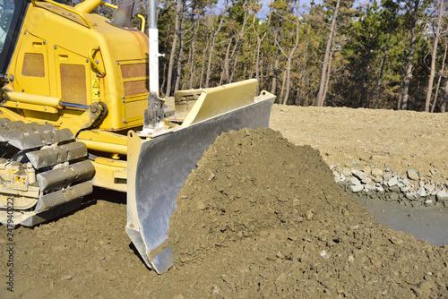 土砂を押し出して整地するブルドーザー:土木工事 Canvas Print