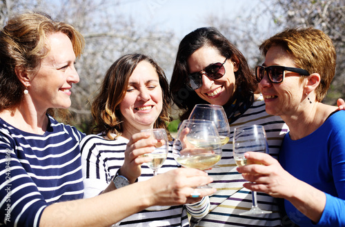 Photographie  smiling real mature women is holding champagne glasses