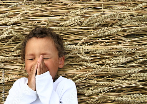 Photo  little boy praying