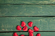 Hearts On Green Wallpaper