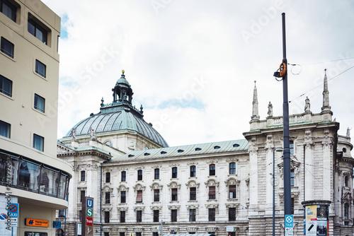 Foto  MUNICH, GERMANY- June 25, 2018: Street view of downtown Munich, Germany
